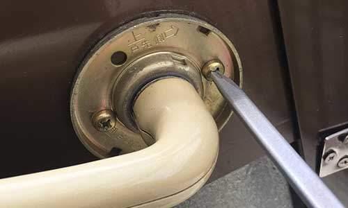 DIYでドアノブを交換する(1/2):分解編